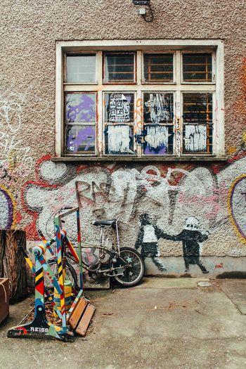 Berlin Berlin Street Photography Berlin Streetart Berliner Ansichten Bikes Bikes In Berlin Bikesaroundtheworld City Life City Street Day Graffiti Means Of Transport Motorcycles Outdoors Street Street Art Street Photography Streetphoto_bw The Week Of Eyeem Transportation Urbanphotography