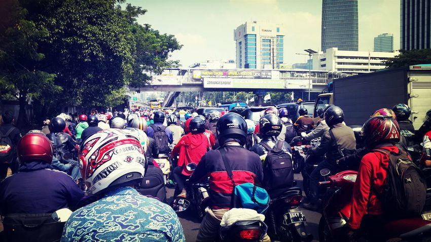 morning traffic freakin jam!!!!*damn I love jakarta