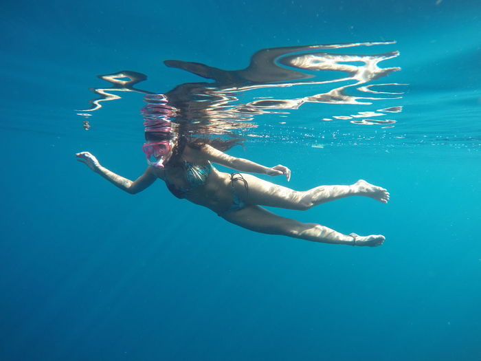 Underwater Sea Water One Person Swimming UnderSea Nature Blue Leisure Activity Sport Full Length Swimwear Exploration Clothing Snorkeling Real People Aquatic Sport Adult Outdoors Human Arm Underwater Diving Arms Raised