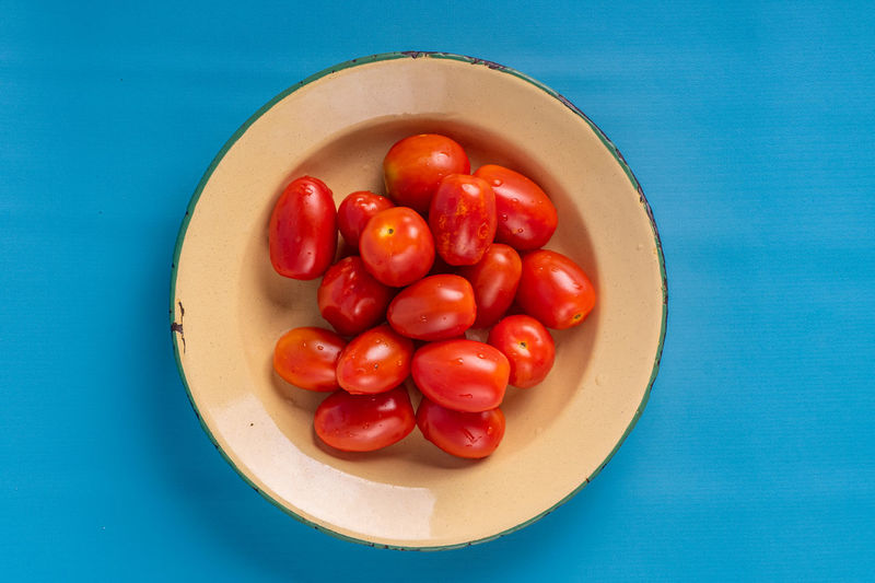 High angle view of tomatoes in bowl on table