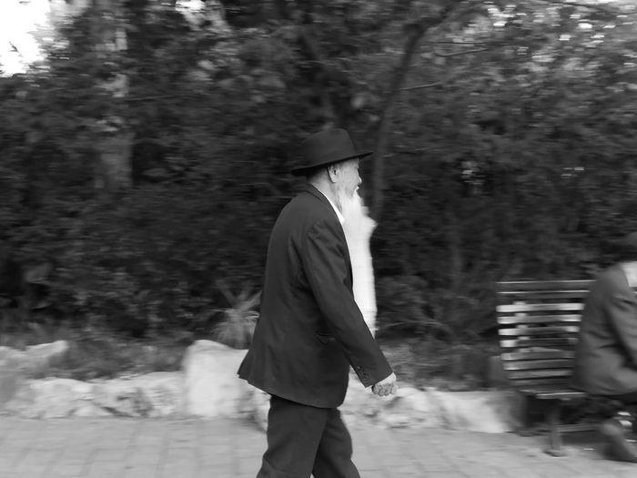 Oldman Human Motion Capture Black & White White Beard Walking PhonePhotography Mate10 Shanghai