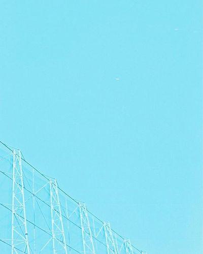 Portra400 Olympus倶楽部 Olympuspeneed Myolympusstyle Film Filmphotography Filmcamera オリンパス倶楽部 オリンパスペンEED フィルム写真普及委員会 フィルム写真 フィルムに恋してる Kodak フィルム ふぃるむカメラ フィルム部 ハーフサイズカメラ 写真好きな人と繋がりたい ファインダー越しの私の世界 カメラ好きな人と繋がりたい カメラ日和 お写んぽ コダック ポートラ400 Halfsizecamera オリンパスPENEED フェンス 青空 bluesky