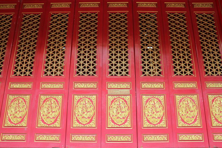 Red Pattern In A Row Backgrounds No People Variation Multi Colored Windows And Doors วัดเล่งเน่ยยี่2 Lengneiyi Colorful Cultures Built Structure Architecture Red And Gold Red And Gold Colour DoorsAndWindowsProject Doors Lover Doorsandwindowsoftheworld Thailand_allshots EyeEmNewHere