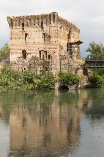 Valeggio sul Mincio Ancient Architecture Blue Sky Bluesky Building Exterior Built Structure Castle Cloud - Sky Damaged Day History Italie Italy Lake Lake View Lakes  Lakeside Old Old Ruin Outdoors Ruined Sky The Past Valeggio Sul Mincio Water