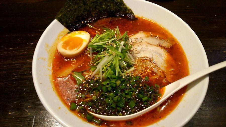 ラーメン Lunch Time! Food Porn Ramen Enjoying A Meal Enjoy A Meal Chiba 鷹の羽:Takanoha(ºωº)特選ラーメン たまたま辛いやつでした。細麺ちぢれ♪