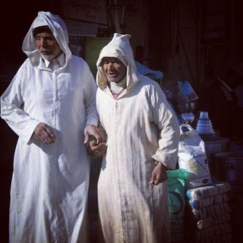 Marocco Maroc Morocco Marocchini Stradedelmarocco Fratelli Passeggiatainmarocco Apassaggio Walking Manonellamano