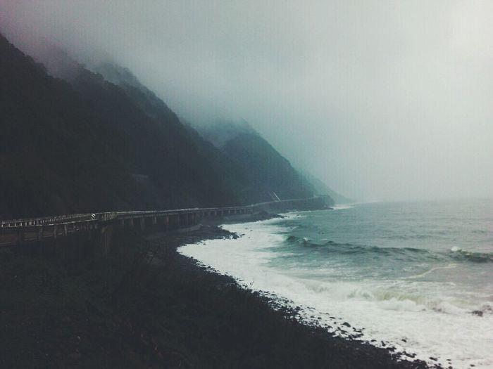 Darkened skies and tidal waves 🌊🌍🌃 BadWeatherLovesMe Badweathernomatter