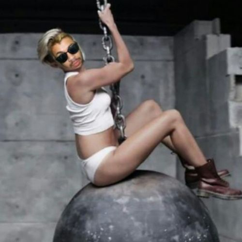 Hola aca haciendome la Miley Sirus Mileysirus WreckingBall pop icono sexy sex sesylady lady woman badgirl hard piel glasses followme followback igers igercba igersargentina cordoba