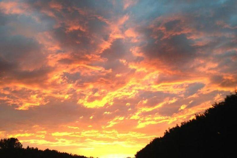 Der Himmel brennt auf der 446 Photo