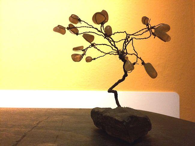 Ein metallischer Baum No People Indoors  Close-up Nature Day EyeEmNewHere Indoors  Metal Keine Menschen Grau Steine Holz Orang Farbe