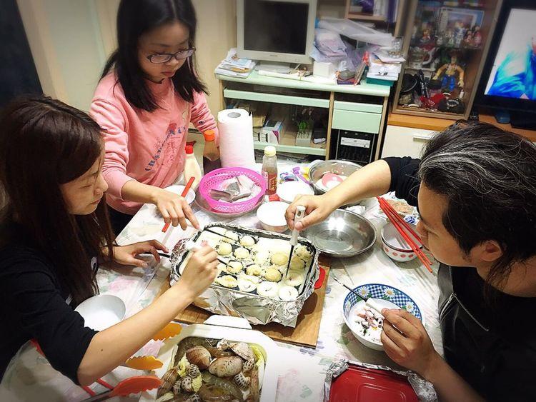 你終於有得玩搬爐😊 一次過用三個盤整唔同既野食🤗🤗 章魚小丸子、無水蒸海鮮,燒白鱔