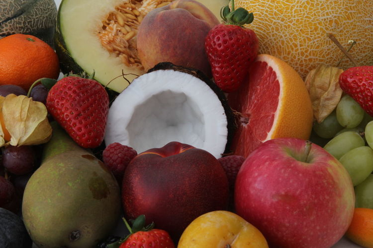 Fruit Food And Drink Food Healthy Eating Wellbeing Freshness Choice Red Variation Strawberry Still Life No People Berry Fruit Apple - Fruit Large Group Of Objects Full Frame Tropical Fruit Multi Colored Abundance Close-up Lychee Ripe Apple Orange