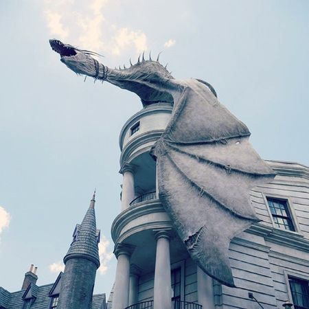 Welcome to the Diagon Alley, this is Gringotts, the best place to save your riches. And this is our little Ukrainian Ironbelly. Harrypotter Gringotts Diagon Alley Art Love Instahub Instagood