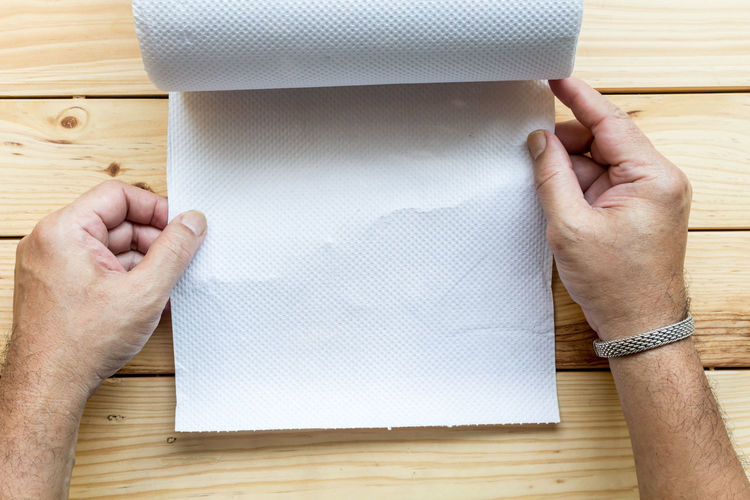 Close-up of man hand holding tissue paper