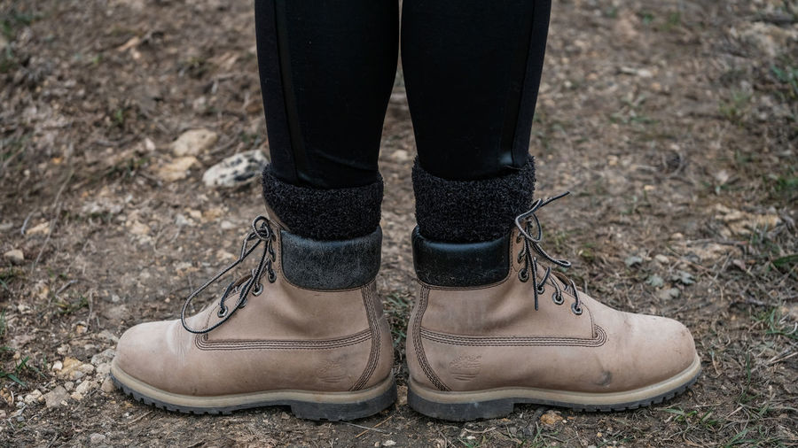 Leather Shoe Shoes ♥ Timberland Woman Fawn Feet Girl Ground Human Leg Leather Shoes Low Section Mountain Mountain Range Mountains Pebble Pebble Stones Shoe Shoes Soil On The Ground Stone Tan Tawny Timberland Boots Timberlands