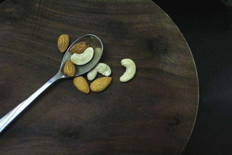 Fruit Food And Drink No People Wood - Material Table Indoors  Studio Shot Food Healthy Eating Ready-to-eat Freshness Close-up Day Nut - Food Wooden Table Freshness Dry Fruit Energy Brown Background Almond Calories Eating Cashew Cashew Nuts Cashewnuts