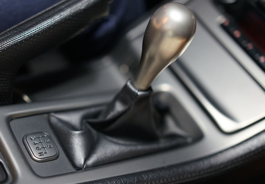 6 speed gear shifter of Acura/Honda NSX Collector's Car 1st Gear Console Modern Classic Cockpit 3.2l 3.0L Honda NA1 NA2 NSX Acura NSX Type S Car Honda Nsx Limited Edition Mode Of Transportation Motor Vehicle Nsx Titanium Titanium Gear Knob Transportation Type S Woonhong Gearshift Car Interior Vintage Car Vehicle Interior