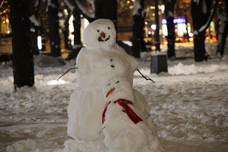 Met those two tonight!⛄️☺️ Winter is here! Happy new week, friends! Outdoors No People Snowman Winter Park Evening Cute Wintertime Winterfun Riga