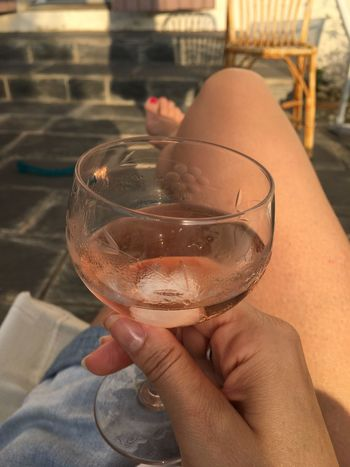 Wine Not Rosé Wine Human Hand Real People Refreshment Drink Drinking Glass Personal Perspective Close-up Freshness Outdoors Enjoying Life Enjoying The Sun Sunny Sunny Day Vin