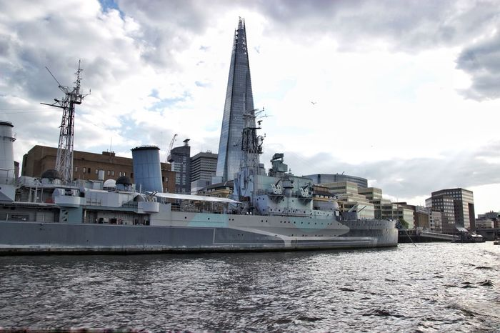 "Acorazado HMS Belfast y edificio ""the Sharp"" en London Architecture Building Exterior Built Structure Water City Sky Travel Destinations Day Tourism Españoles Y Sus Fotos Jorge L."