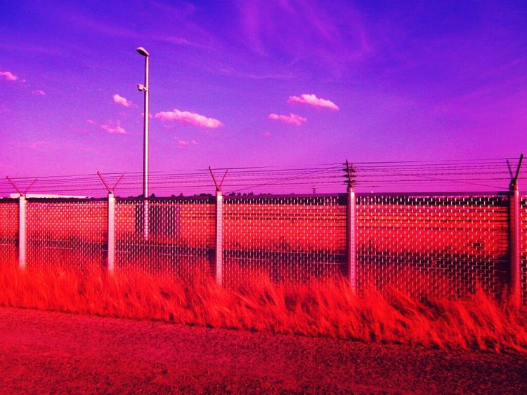 Hinter Gitter Zaun Rot Safety Fence Sicherheit Absperrung