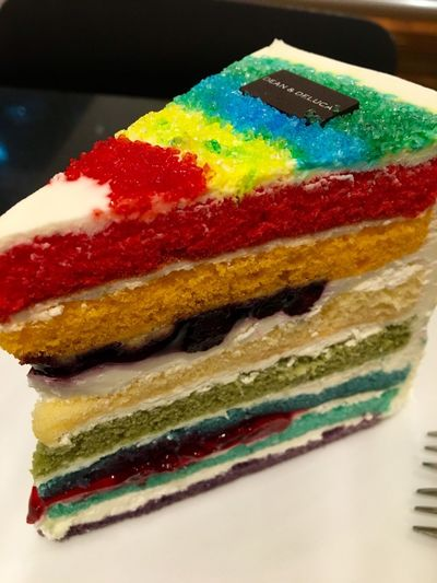 Surely I won't have Monday Blue because of this... Dessert always makes people HAPPY... Actually was thinking of having the other one but this RAINBOW CAKE is awesome.. Enjoy this to the max.. #RainbowCake #DeanAndDeluca #MyHappyDay #HappyMoment
