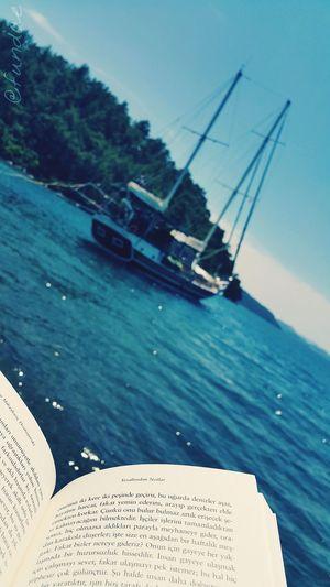 Her yerde kitap okuyabilmeli ☺ Yeraltindannotlar Bookphoto Book Dostoyevski Relaxing Turkiyem Hayatbanagüzel Turkey Sea Seaside Sea_collection Marmaris, Turkey Marmaris Boat