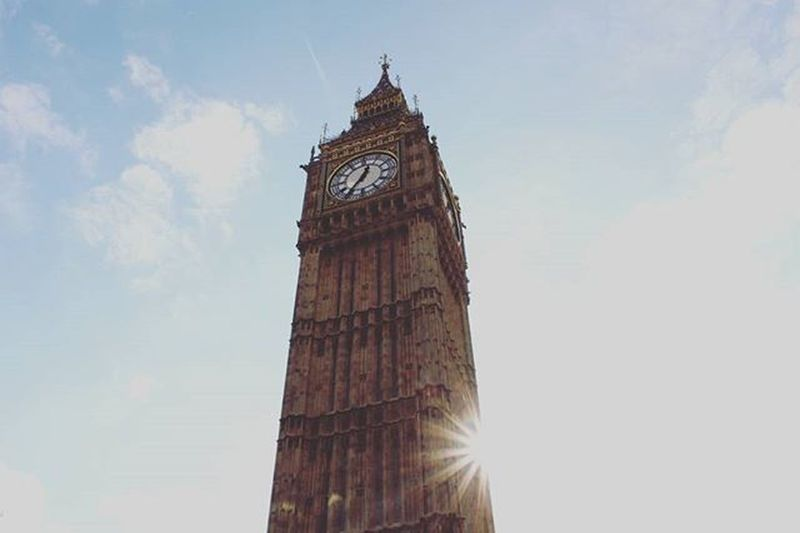 It's a big Ben! ⛪London England Greatbritain Bigben Westminster Sun Sunstar Sunlight Sky Westminsterpalace Thisislondon Shutup_london Set2rise_silhouette
