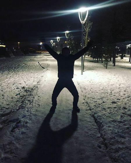 yeri geldi geceye kucak açtık Winter Night Light Citylights Snowy Freezing X Kar Kış Bodyheat Jump StandStrong