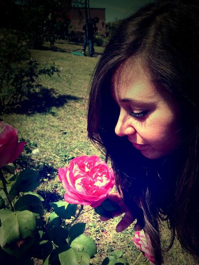 Annusare Childhood Close Up Composition Front View Happiness Innocence Perspective Portrait Profumo Roses Roseto Roseto Comunale Di Roma Rose🌹 Smell The Human Condition Young Woman ınnocence First Eyeem Photo