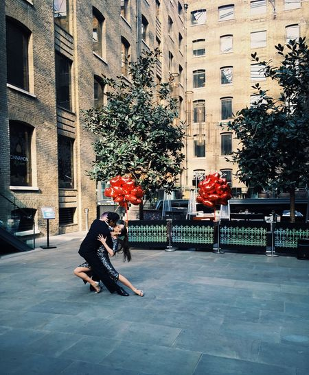Valentine's Day  The City Of London Tango Dancers Romantic Romance Sequins Performance Street Performer Street Full Length Built Structure Building Exterior Adults Only Couple Entertainment London City Outdoors Architecture People Adult Day Women Around The World