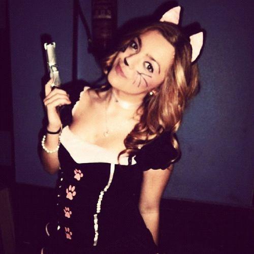 Me Carnivals Cat Pistolera