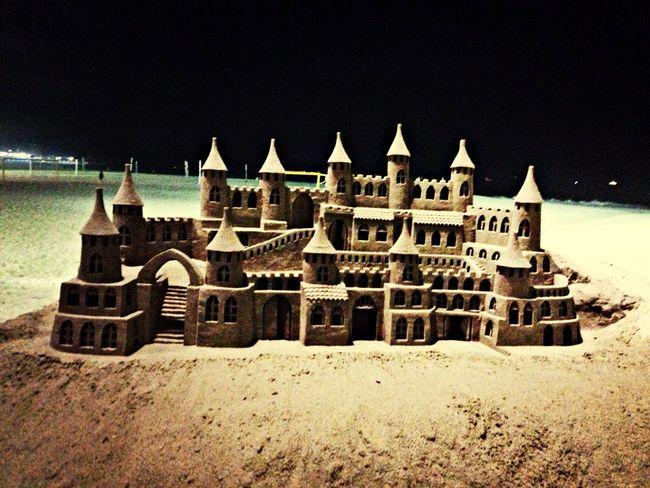 ... Castelo de areia; Posto 6; Orla de Copacabana (Photo by Danieber Müller )