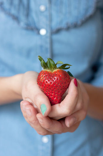 Adult Adults Only Berry Fruit Close-up Day Focus On Foreground Food Freshness Fruit Hands Cupped Healthy Eating Healthy Lifestyle Holding Human Body Part Human Hand Juicy One Person Outdoors People Photooftheday Picoftheday Red Vitamin
