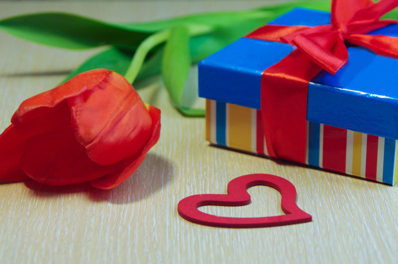 Congratulate Holiday Blue Red Yellow Green Red Gift No People Flower Still Life Close-up Valentine's Day  With Love Flowers Box Heart Surprise Tulips Bow Packing Souvenir Loving Her With Love Love Copy Space Minimalism Simple