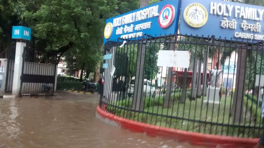 Water Logged Roads Flooded Indian Roads Hospital:(