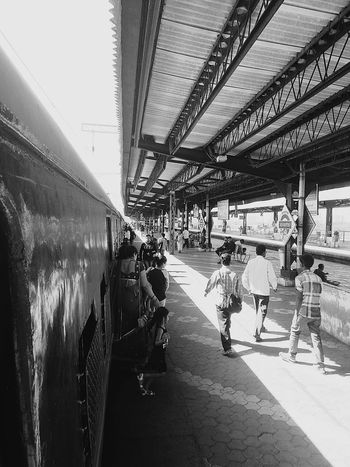 TrainsInMumbai Trainstop Mumbaimerijaan Indianrailwaystation Blackandwhite Photography Black And White Collection  Railway Station Platform Railwayphotography Railways Station RailwayPlatform Black And White Photography Blackandwhite Captured Moment Capturing Movement Capture The Moment Motion Capture Railway Station Trainphotography Train Station Black And White Catching A Train Catching The Train Motion Picture Blackandwhitephotography Here Belongs To Me