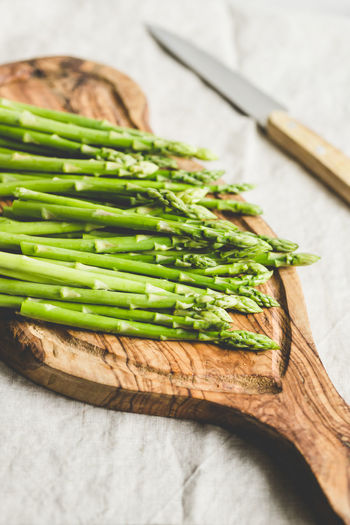 Freshness Healthy Eating Vegetable Green Color Food And Drink Food Wood - Material Wellbeing Indoors  Still Life Table No People High Angle View Close-up Kitchen Utensil Kitchen Knife Eating Utensil Cutting Board Asparagus Raw Food