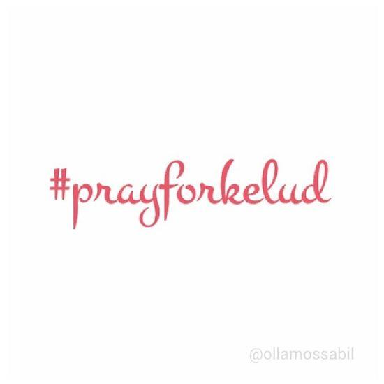 … Prayforkelud … … lupakan sejenak tentang valentine kawan, mari kita berdoa untuk sodara-sodara kita di kelud dan sekitarnya ⊙﹏⊙ Bismillahirahmanirahim … … Molome