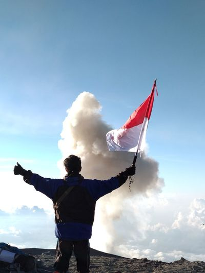Top of java, mount semeru. Volcano Bromotenggersemerunationalpark Wonderful Indonesia Eastjava Traveler SemeruMountain Patriotism Standing Flag Women Blue Sky Cloud - Sky