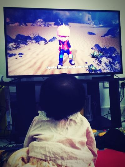 She think that this boboiboy is for Real... Makeitpossible Leica Lens Huaweibestwei MummydaddyloveUsomuch HuweiP9plus Baby Smiling Happiness Malaikaeliya Boboiboy