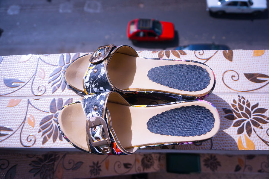 👡 >>>>>>> 🚕 and that's a Fact 🤓👌 Taxi Mini Taxi Uber Mini UBER Sandals Sandal From The Balcony 3rd Floor High Angle View Taxi Rouge Miniature Miniatures Miniaturisation Miniatureart Streetphotography Streetlife Miniature Photography Miniatureworld Miniatura Miniature Effect Mobilephotography Shootermag How I See It Too Small
