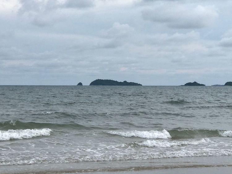 ทะเลไทย Sea Sky Water Nature Beach Beauty In Nature Cloud - Sky Wave Scenics Horizon Over Water No People Sand Outdoors Tranquil Scene Day Tranquility Vacations EyeEm Here Rayong,Thailand Wave