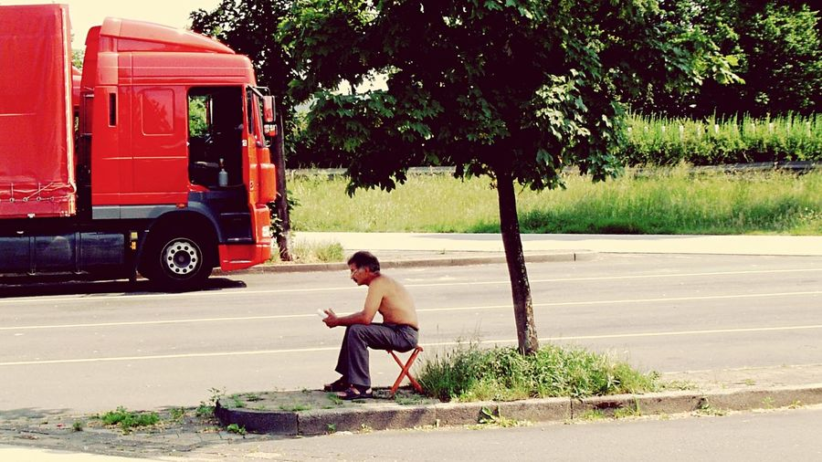 Pause Pause Rast Lkw Chair Relax Sitting Tree One Person Full Length Day Transportation Outdoors Road
