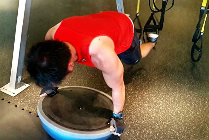 TRX + push-ups + bosu ball = a bucket of sweat!!!! You want change? then push yourself to your limit everyday! Please excuse this post as there is no unlike option here. Hahaha! Workout GymLife Training Day GoldsGym Morning Workout Fitness Training Traininghard Fitness Workout Muscleup