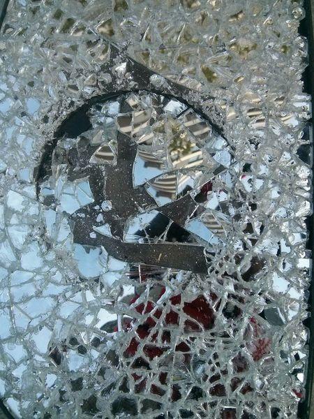 Broken Mirror Streetart