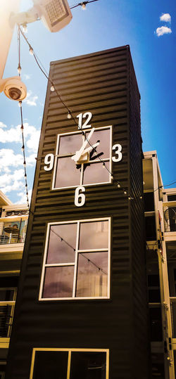 Gray Time Clock Clock Face Clock Tower Building Exterior No People Outdoors Vegas  Arts Culture And Entertainment Travel Destinations Low Angle View Container Park Las Vegas, Sommergefühle EyeEmNewHere