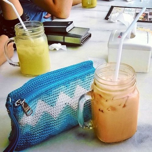 Hangout with friends and enjoyed a cold Tariktea and Juicekedondong at QQkopitiam Fxmall ?