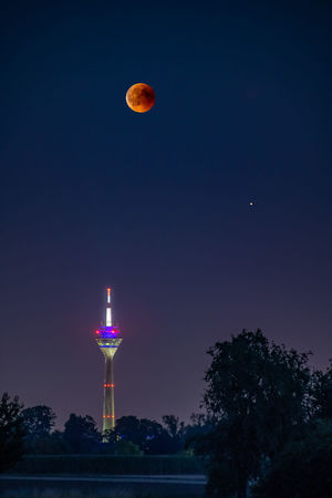 Blutmond über dem Düsseldorfer Rheinturm mit Mars Version II Düsseldorf EyeEm Best Shots EyeEm Nature Lover EyeEm Selects EyeEm Gallery Lunar Eclipse Mars Astronomy Beauty In Nature Blutmond Clear Sky Full Moon Illuminated Moon Nature Night No People Outdoors Planetary Moon Rheinturm  Sky Space Tranquility Tree The Great Outdoors - 2018 EyeEm Awards