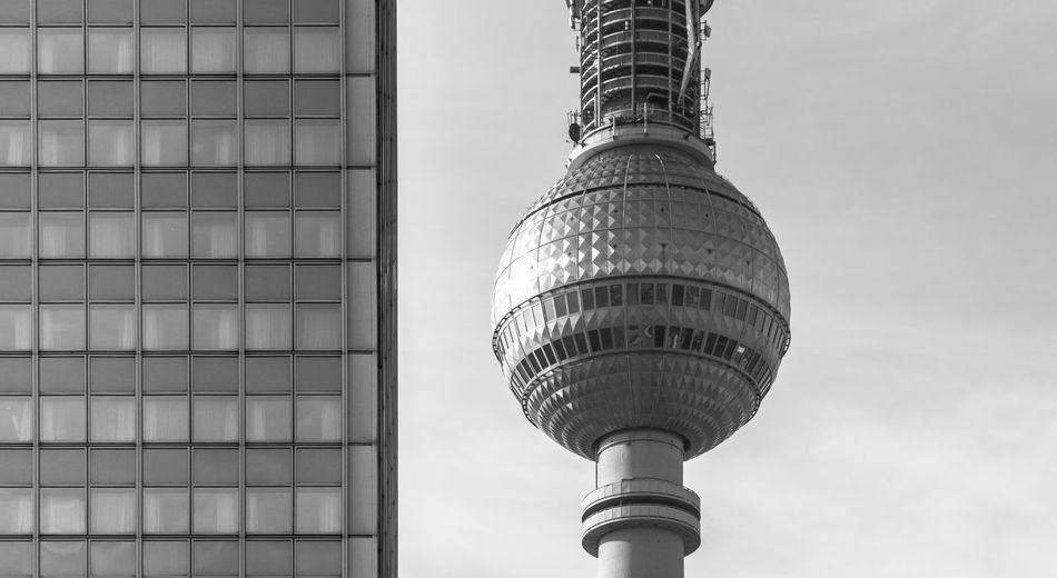 Berliner fernsehturm in city